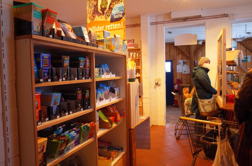 kleiner Bio-Hofladen für stressfreies Einkaufen
